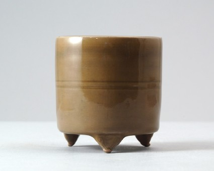 Greenware tripod incense burner with ruyi decorationfront