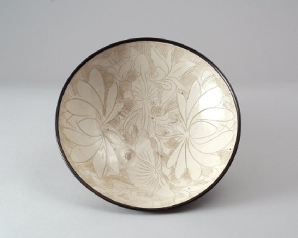 Cizhou ware bowl with lotus decorationfront