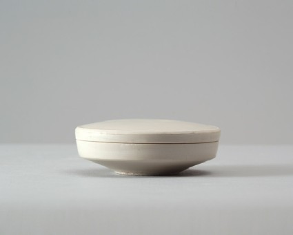 White ware circular box and lidfront