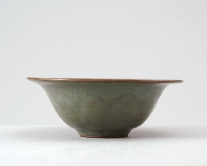Greenware bowl with lotus petals in the style of Guan warefront