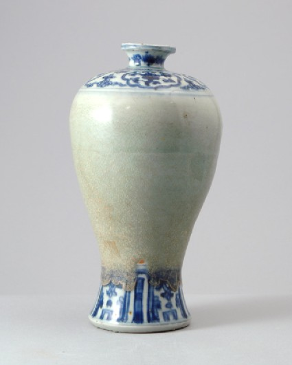 Blue-and-white vase with green glazefront