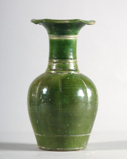 Vase with lobed rimfront