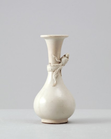 Zhangzhou type white ware vase with dragonfront