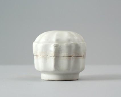 White ware box and lidfront