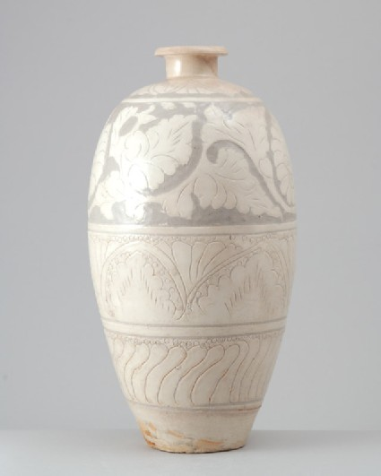 Cizhou ware meiping, or plum blossom, vase with floral decorationfront