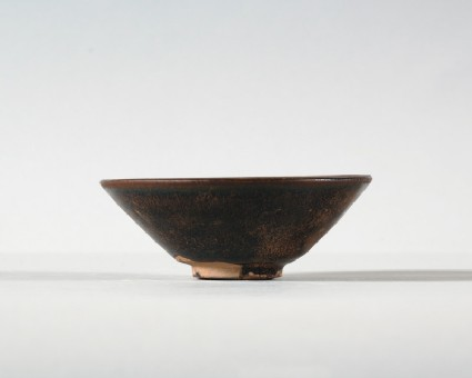 Black ware tea bowl with brown streaksfront