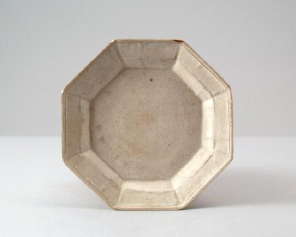 White ware octagonal dishfront