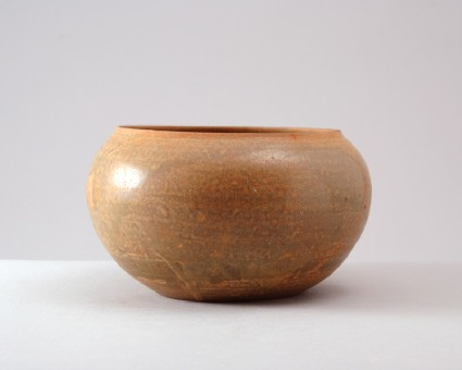 Changsha ware bowl in the form of an alms bowlfront