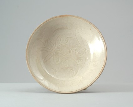 Ding type dish with floral decorationfront