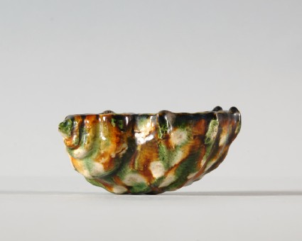 Cup in the form of a shellfront