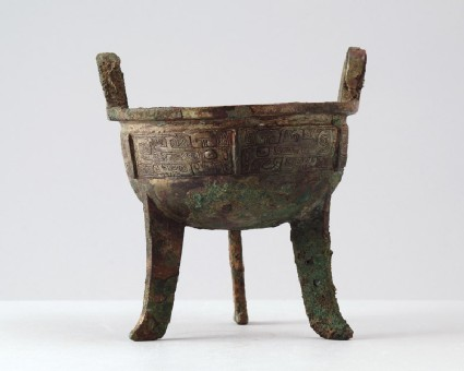 Ritual food vessel, or ding, with taotie mask patternfront