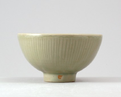 Greenware bowl with floral medallionfront