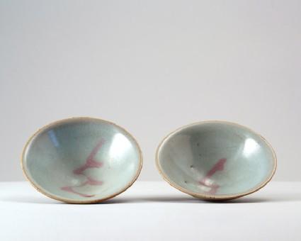 Bowl with blue glazefront