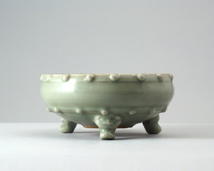 Greenware bowl with feet in the form of animal headsfront